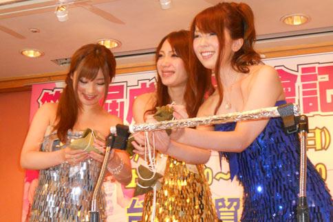 包括成濑心美(中),波多野结衣(右)及藤北彩香(左),21日举行第二届台