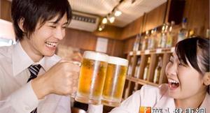 喝啤酒防白內障?醫:缺乏實證