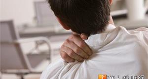 甩開上臂肩頸痠痛 毛巾伸展操4招