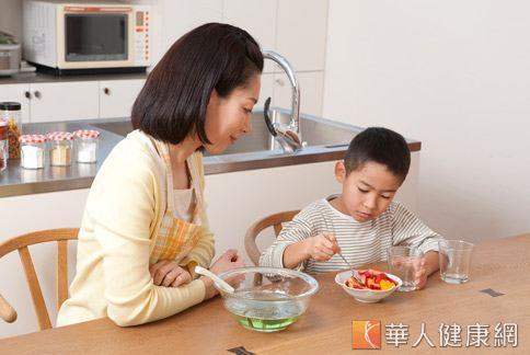 消暑吃甜湯 水果燕麥甜品營養滿分