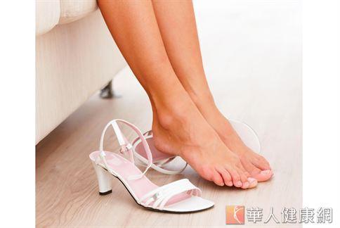 脫高跟鞋穿平底鞋 阿基里斯腱斷裂