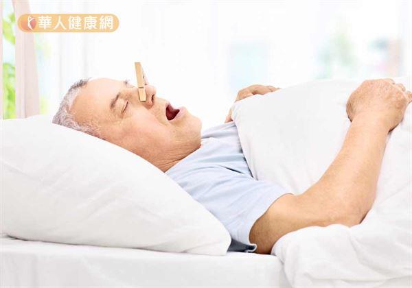 阻塞性睡眠呼吸中止症的臨床表現非常多樣化,除了最為常見白天疲勞嗜睡外,則多為打鼾、睡眠中斷或驚醒、記憶力衰退、注意力不集中、情緒波動大等。