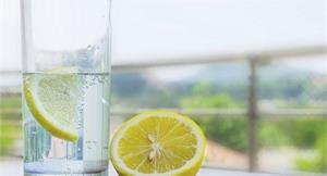 檸檬水瘦身又排毒?女中醫這樣說…