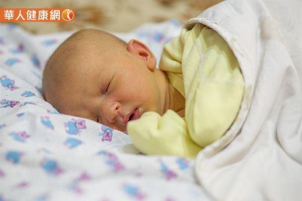 寶寶穿衣過度恐熱到猝死 醫:舒適衣著2原則
