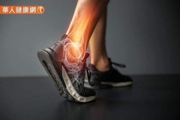 一個人走路是否會出現「垂足」的拖地現象,與腳踝有很大的關係。
