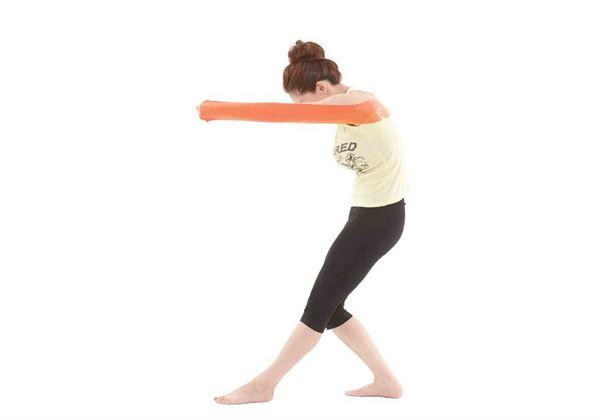 動作時,手不要低於肩膀!(圖片/橙實文化提供)