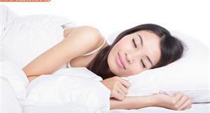 肩頸老痠痛是寢具出問題?2張圖教你挑對枕頭、床墊睡好覺