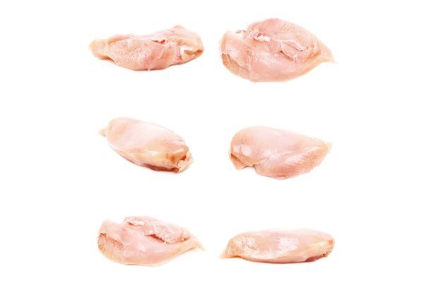 雞胸肉裡層有一塊脂肪量更少的肉,稱為里肌肉,其口感較柔軟、大小也比較小。一般雞胸肉的一塊重量大約是雞里肌肉的3~4倍。(圖片/瑞麗美人國際媒體提供)