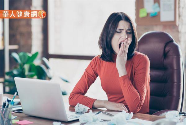 如果你有過午覺醒來卻更累、感覺頭部更昏沉的經驗,很有可能是你睡得太久了!