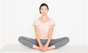 整腸、助眠一把罩!來做放鬆髖關節瑜珈,促進骨盆血液循環
