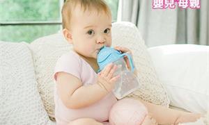 擔心寶寶水喝不夠?小心餵太多水中毒,幾個月是學問…