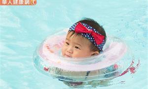 夏天帶寶寶玩水好消暑?預防紅眼症上身,有這些症狀要小心