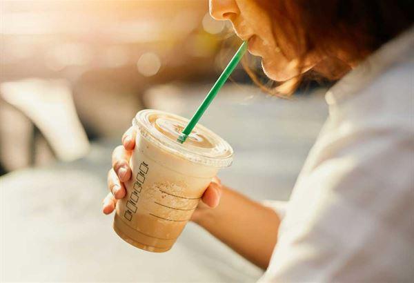 牛奶中的鈣質會吸收咖啡中的草酸而代謝排出體外,喝咖啡拿鐵並不能真正補到鈣質。