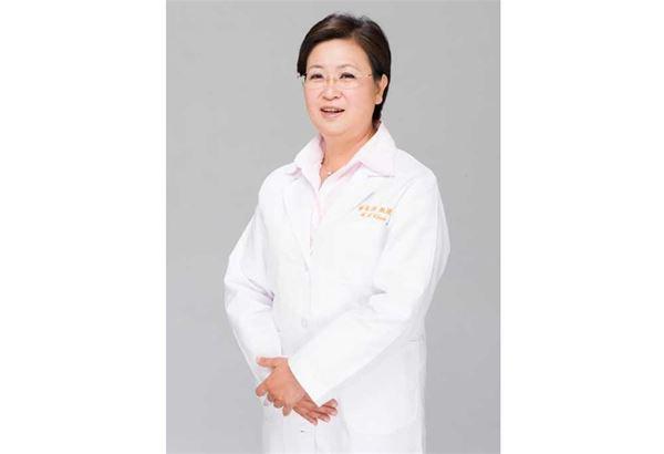 陳芳萍醫師表示,台灣女性真的很會「吃苦耐勞」,許多深受更年期症狀如熱潮紅、情緒低落、失眠之苦的女性,常常一開始都先忍耐,然後再尋求其他偏方解決。