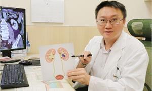 血尿不痛要當心!老菸槍「排尿紅通通」 竟是腎盂泌尿上皮癌惹禍