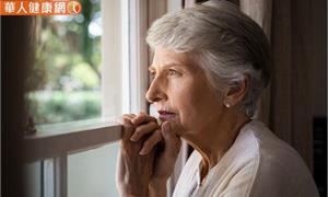 銀髮族自殺死亡率高居各年齡層之冠!防自殺這些憂鬱跡象要注意