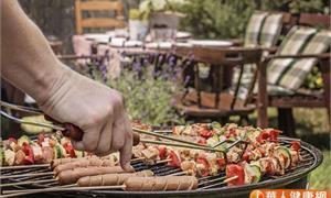 烤肉小心飄出致癌物!營養師:別忘吃蘆筍、番茄攝取穀胱甘肽解毒