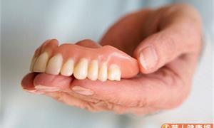 牙齒重建找回咀嚼力 植牙VS活動假牙差在哪?醫師告訴你