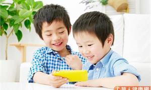 手機育兒?小心孩子滑出6大問題,人際、社交陷障礙