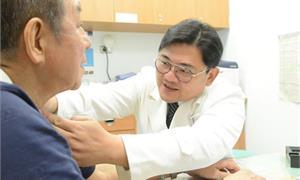 翁罹喉癌全喉切除併用大腿組織重建食道,不用氣切能自主呼吸進食