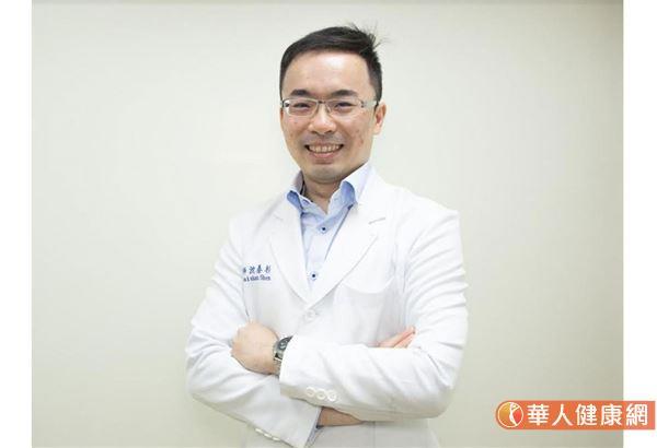台湾彰化基督教医院骨科部主治医生沈泰杉表示,少数病人只是单纯内侧磨损,而且考量年纪比较轻,活动度比较大一点,希望以后活动的时候,能比较接近正常的关节,于是就会为患者使用活动式半膝人工关节,或称为是牛津膝。
