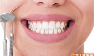 拔牙後一定要做假牙嗎?人工植牙、固定式牙橋差在哪?一張表看懂