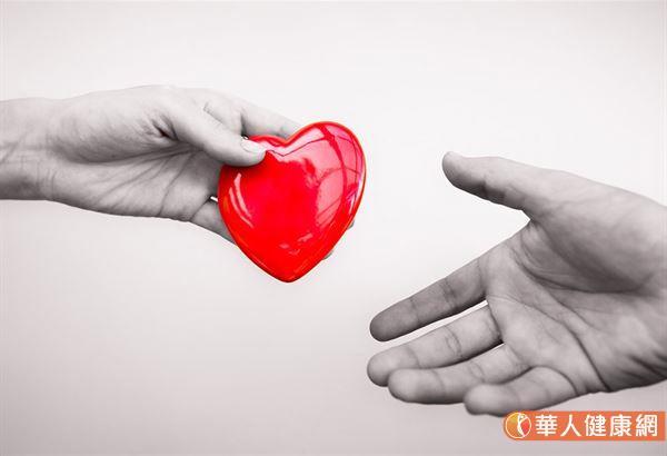 臨床研究發現,心臟衰竭的患者裝上左心室輔助器,平均有80%的患者可以存活2年,意思即平均約有20%的患者可能壽命僅為2年。