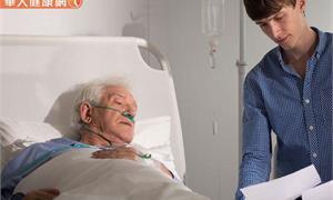 家人生病的危急時刻,該插管急救嗎?社工師的臨床陪伴日誌看盡人生百態