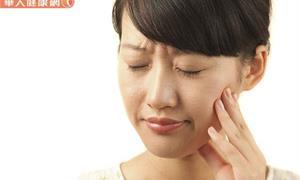 防飛沫傳染,別到處噴口水!口乾症唾液分泌不足,牙周病、蛀牙來報到
