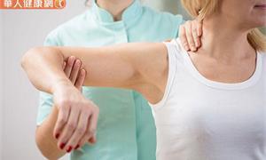 手肘舉不過頭、後背發癢抓不到?上臂痠又痛?來做3自主伸展有助舒緩