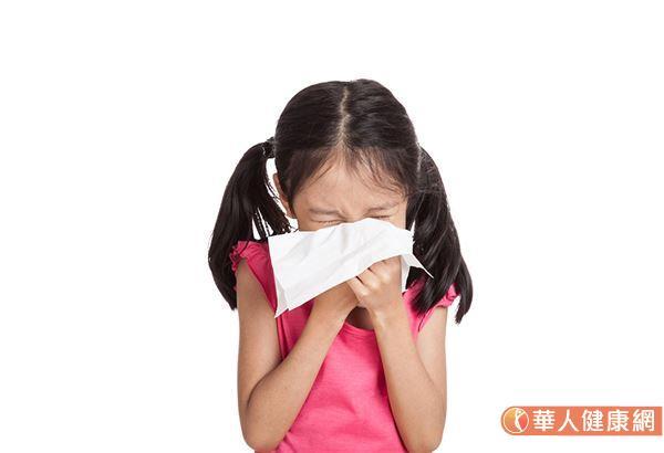 """当孩子出现不明原因揉眼睛、流鼻水、肠胃不适、早晚出现咳嗽症状,或是身体上长红疹时,一般就认为是""""过敏""""所致。"""