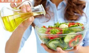 維持沙拉清脆、爽口的必要條件!達人傳授超簡單步驟,多人份也能瞬間完成