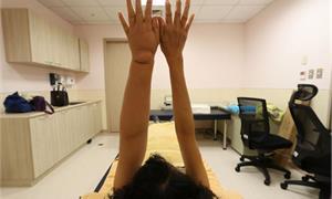 乳癌婦患淋巴水腫成「米其林手」 整合性退腫治療免動刀,恢復生活品質