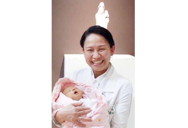 花蓮慈濟醫院婦產部主任陳寶珠說,幫助不孕夫妻找到生機,圓滿他們生子夢,看著他們露出幸福的笑容,就是她持續的動力。(圖片提供/花蓮慈濟醫院)