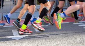 一口氣解決馬拉松相關疑問!從訓練、跑步姿勢,到比賽飲食8大Q&A報你知