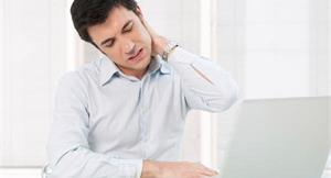 別小看肩頸痠痛!當心牽引痛上身,疼痛代償到腰背 物理治療師教你這樣解痛