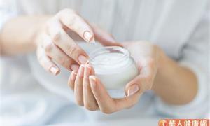 你被廣告唬弄了嗎?保養品滲透到皮膚底層其實很難,實際狀況其實是…