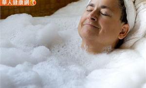 冷到不想碰水!人真的每天都要洗澡嗎?醫師:這族群其實3天洗一次也沒問題