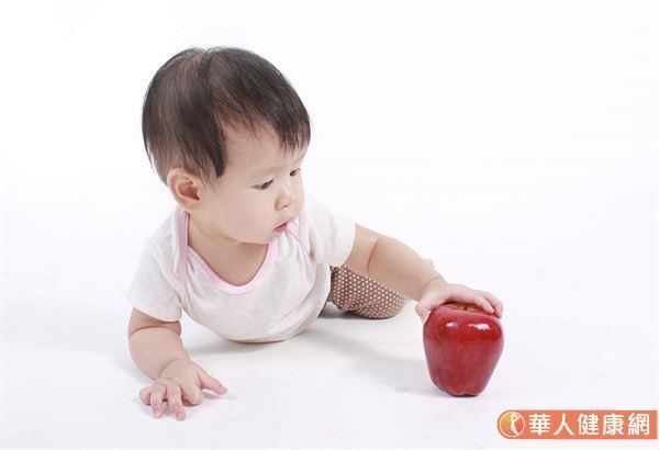 孩子已經超過2歲了,還不會說話,是因為「大隻雞慢啼」、「男孩發育本來就比女孩晚」嗎?