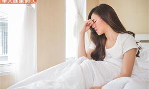 睡覺翻身、姿勢一改變就容易眩暈?當心是耳石部分脫落!這樣做幫助耳石復位