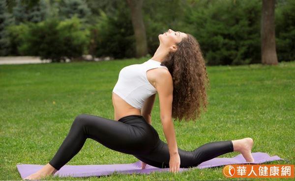 從頭到腳的各個關節的伸展運動,每個關節活動時要慢且角度盡量做大,以達到充分運動放鬆的目的。