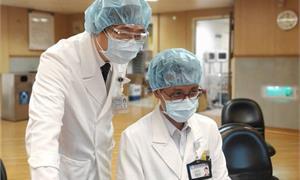 驚嚇!染疫男突然出現ICU症候群,竟脫下衣物奔出病房…