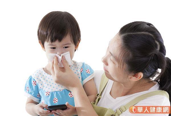 發表在國際期刊《美國醫學會小兒科學期刊》(JAMA Pediatrics)研究指出,針對6,280個家庭的研究結果顯示,年齡較小兒童(0-3歲組)比起年齡較大兒童,將新冠病毒COVID-19傳給家庭成員的風險相對更大。