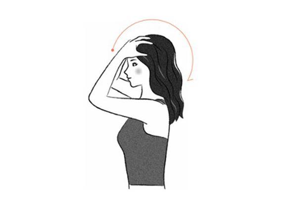 從額頭開始,手指彎起來像梳子一樣,反覆快速梳理整個頭皮。(圖片提供/天下雜誌出版)
